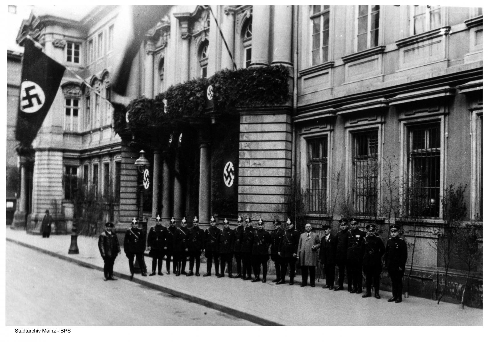 Die Polizeidirektion Mainz im Dalberger Hof (Klarastraße 4), 1936.
